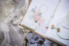 10 ans d'amour...et un mini album pour les Jolies Créations... Pochette Cd, Mini Albums Scrapbook, Tampons Transparents, Photos Originales, Brin, Le Jolie, Scrapbooking, Creations, Inspiration