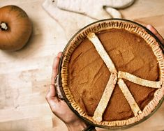 Great idea for pies- Love the peace sign. Would love to do a smiley face too!
