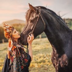All horses deserve, at least once in their lives, to be loved by a little girl💞🐎 _________________ With @carbickovabijoux crown👑 📷By amazing @barkaphoto 💄💅By @makeup_transformationn 💋💋💋💋💋💋 Grateful for this Day and talented people that I work with💋👌💞👏 ______________________ #horse #blackhorse #love #redhead #ginger #crown #carbickovabijoux #handmade #feathers #artistfound #model #belovedstories #loveandwildhearts #wild #freespirit #redhair #instagood #mood #prague #freckles…