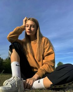 Cool Poses, Monochrome Fashion, Selfie Poses, Insta Photo Ideas, Poses For Pictures, Cute Girl Face, Bad Girl Aesthetic, Photography Women, Photo Poses