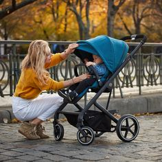 The Balios family has an elegant new member: the Balios S Lux. Part of the CYBEX 4-in-1 Travel System, the Balios S Lux accommodates a seat unit, an infant car seat, the Cot S or the comfy Cocoon S. With one hand it can be folded down to a self-standing position measuring 77 x 60 x 43 cm. The stroller is also suitable from birth, with a large seat that can be reclined to a full lie-flat position. Urban Beauty, Travel System, 4 In 1, Prams, Baby Store, Baby Online, Get Directions, Luxury Branding, Baby Car Seats