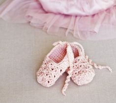 crochet ballerina shoes- free baby bootie pattern