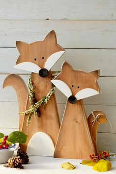 Wooden Christmas Crafts, Wooden Crafts, Holiday Crafts, Christmas Diy, Diy And Crafts, Christmas Decorations, Deco Noel Nature, Palette Deco, Wood Cutouts