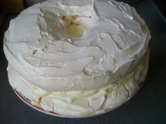Pavlova s úžasnou plnkou (fotorecept) - recept Meringue Pavlova, Torte Cake, Camembert Cheese, Ice Cream, Food, Mascarpone, No Churn Ice Cream, Icecream Craft, Essen
