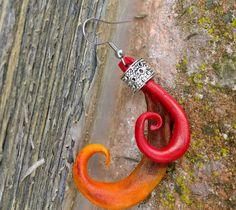 orecchini in cuoio e applicazione argento
