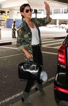 Lily-Aldridge-Givenchy-Antigona-Bag-5
