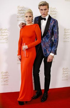 Lady Gaga and Lucky Blue Smith Pose in the Winners Room at the British Fashion Awards 2015. Picture: AFPSource:AFP ❤️