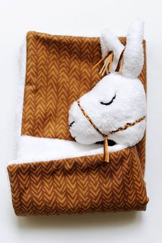 Please note that this is a lovey/security blanket, not a regular sized blanket. Its perfect for baby to snuggle.  ♥ MATERIAL:  - Front: very soft fleece - Back: cotton fabric with flower embroidery on the corners.  ♥ DIMENSIONS:  - 30 x 30 cm (11.8 X 11.8)  ♥ HANDLE & CARE: gentle hand wash in warm water only. To get rid of excess water, place item in a washing bag for delicates and put in washing machine for a few cycles, lay flat to dry.  ♥ All of our items are original designs and are…