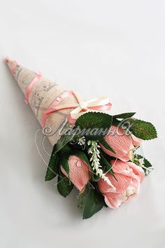 Gallery.ru / Фото #101 - Букеты и композиции из конфет. Часть 4 - Larisolka Gift Bouquet, Paper Bouquet, Candy Bouquet, Candy Flowers, Crepe Paper Flowers, Diy Flowers, Chocolate Flowers Bouquet, Edible Bouquets, Flower Tutorial