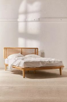 Making A Queen Size Bed Frame . Making A Queen Size Bed Frame . Japanese Queen Platform Bed with Images King Size Platform Bed, Diy Platform Bed, Platform Bed Plans, Platform Bedroom, Lit Plate-forme Diy, Interior Design Trends, Platform Bed Designs, Cama King, Head Boards