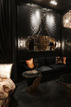 The sexiest luxury furniture brand in the world stole the show at Maison et Objet Paris 2017 with its newest. Luxury Sofa, Luxury Living, Luxury Furniture, Furniture Design, Luxury Mirror, Round Wall Mirror, Wall Mirrors, Living Room Sets, Creative Decor