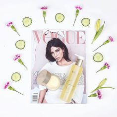What better way to start your day than a Vogue magazine and our Cleansing CP HY-Öl? It leaves your skin looking and feeling fresh and gentle, giving it a rosy appearance. Thank you for the great picture, @beautyonparkstreet! #babor #baborlove #cleanser #skincare #betterskin #healthyskin #feelgood