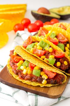 I love these vegan tacos for three reasons: they& are delicious, easy to make and are ready in less than 15 minutes! Vegan Mexican Recipes, Delicious Vegan Recipes, Veggie Recipes, Vegetarian Recipes, Cooking Recipes, Healthy Recipes, Tasty, Easy Recipes, Salade Healthy
