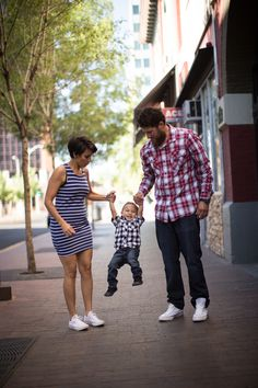 Family photo session in Downtown Albuquerque, New Mexico. Matt Blasing Photography. Albuquerque based photographer. www.mattblasing.com