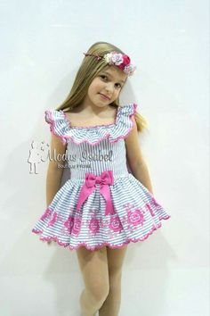 Cute Little Girl Dresses, Little Girl Models, Cute Young Girl, Beautiful Little Girls, Cute Girl Outfits, Kids Outfits Girls, Cute Little Girls, Young Girl Fashion, Preteen Girls Fashion