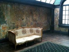 """Just watched """"A King's Speech"""" and can't get over this beautiful wall and sofa."""