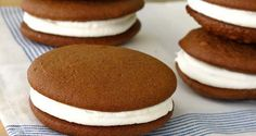 Whoopie pies from a cake mix are fun and easy to make year round. They are soft and creamy at the same time, like a devil dog. Make whoopie pies easy recipe Cake Mix Whoopie Pies, Chocolate Whoopie Pies, Pie Cake, Cake Mix Recipes, Baking Recipes, Cookie Recipes, Dessert Recipes, Cake Cookies, Cookies Et Biscuits