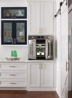 French door wall ovens save space in your kitchen Kitchen Oven, New Kitchen, Smart Kitchen, Kitchen Stuff, Kitchen Gadgets, Kitchen Ideas, Kitchen Cabinets, French Door Wall Oven, French Doors