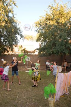 Butterfly Party: Part the Celebration! Easy butterfly birthday party game of butterfly badminton, using a balloon and butterfly nets. Outdoor Party Games, Kids Party Games, Party Activities, Outdoor Parties, Butterfly Birthday Party, Girl Birthday, Garden Birthday, Princess Birthday, 40th Birthday