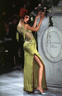 Christian Dior haute couture dress, from Spring 1997. (If you haven't known, I'm on a couture dress high right now. ;) )