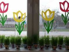 Induge in the beauty of Spring season with Easter Window decorations. Do window decorations for your home. Check out DIY Easter Window decorations here. Easter Crafts To Make, Diy Osterschmuck, Flower Window, Diy Easter Decorations, School Window Decorations, Window Art, Holiday Lights, Spring Flowers, Bunt