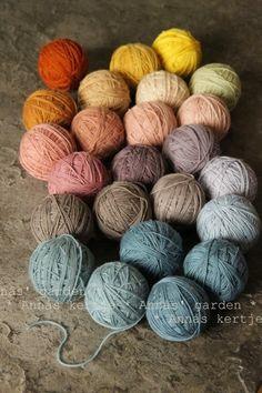 Beautiful yarn by Annás kertje Thread Crochet, Knit Crochet, Crochet Bags, Where To Buy Yarn, Yarn Display, Yarn Inspiration, Spinning Yarn, Fabric Painting, Knitting Yarn