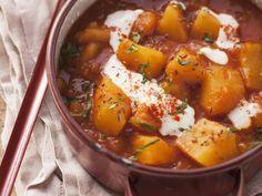 Kartoffelgulasch - smarter - Kalorien: 356 Kcal - Zeit: 30 Min. | eatsmarter.de Auch Gulasch geht ganz fleischlos.