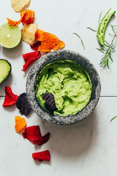 Serrano & Rosemary Guacamole How To Burn Fat Fast Baker Recipes, Vegan Recipes, Vegan Food, Vegan Apps, Healthy Food, Snacks Recipes, Avocado Recipes, Potato Recipes, Healthy Cooking