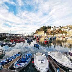 Barcos de colores... . . . . . . . #places #lugares #asturias #winter#invierno #luarca #puerto #boats #color #colorgrafias #HuaweiMate20Pro @huaweimobileesp #granangular #wideAngle #sky #cielo Instagram, Boats, Sky, Winter, Places, Colors