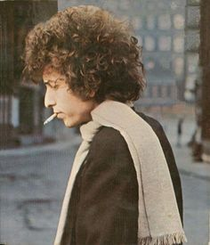 ♡♥Bob Dylan smoking outside in 1966 - click on pic to see a larger pic♥♡