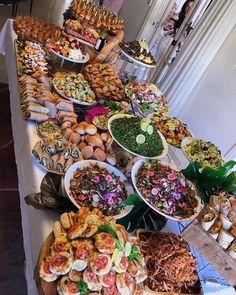 Cake bar v roku 2019 wedding buffet food, lunch Wedding Buffet Food, Party Food Buffet, Appetizer Buffet, Appetizers Table, Party Food Platters, Appetizer Recipes, Appetizer Table Display, Luncheon Recipes, Wedding Appetizers