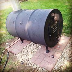 Constructing the Vogelzang Barrel Stove ~ Simple Suburban Living Burn Barrel, Barrel Stove, Garden Wood Burner, Diy Pool Heater, Solar Heater, Diy Wood Stove, Barbecue, Wood Burning Heaters, Rocket Stoves