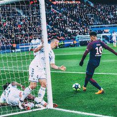 "53.5 mil curtidas, 170 comentários - Paris Saint-Germain (@psg) no Instagram: ""⚽️  #NeymarJr .  Julien Scussel . #PSGRCSA #Neymar #NJR #PSG #Football #Paris #AllezParis…"""