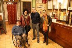 El viajero Miguel Nonay visita el Museo Escolar de Pusol para comprobar su accesibilidad