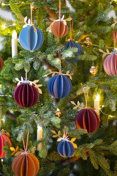 25 Christmas decorations to make with recycling - Home Decor Ideas Recycled Christmas Decorations, Cork Christmas Trees, Christmas Origami, Beautiful Christmas Trees, Green Christmas, Paper Decorations, Christmas Colors, Simple Christmas, Christmas Crafts