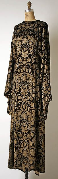 Tea gown 1930–32. Silk: Fortuny (Italian, founded 1906) Designer: Mariano Fortuny (Spanish, 1871–1949) 1930–32