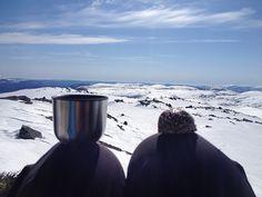 Kaffekopp og påskeegg på knea Norway, Villa, Villas, Mansions