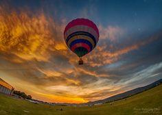 Flight in the sunset - Raising a hot air balloon in a beautiful sunset in Budaörs. / Hőlégballon emelkedés egy szép naplementében, Budaörsön