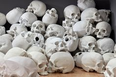 Ron Mueck Stacks Hundred Skulls at His Biggest-Ever Installation