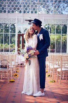 Hoy en el blog, la preciosa boda de Jim y Charlie http://www.unabodaoriginal.es/blog/y-comieron-perdices/bodas-diferentes/jim-charlie-boda-en-el-invernadero