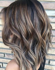 Natural and easy to maintain hair color. Balayage, ombre and hair dye inspiration! Medium Hair Styles, Long Hair Styles, 2017 Hair Trends Medium Lengths, 2017 Hair Trends Haircuts Medium, Hair Trends 2017, 2018 Hair Color Trends, Color 2017, Latest Hair Trends, Colour Trends