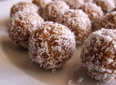 Date Cashew Energy Bites These are a must to have on hand in the freezer! Perfect pre and post-workout snack. They definitely satisfy a sweet tooth! Cashew Recipes, Raw Food Recipes, Chocolates, Home Made Candy, Vegan Dating, Vegan Candies, Ramadan Recipes, Ramadan Food, Think Food