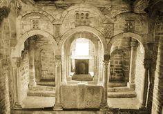 Santa Cristina, el palacio enmascarado Vista general del interior de Santa Cristina. La iglesia de Lena pudo haber nacido como aul...