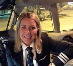Airline Attendant, Flight Attendant, Flight Girls, Pilot Uniform, Female Pilot, Aviators Women, Women Ties, Military Women, Pretty Woman