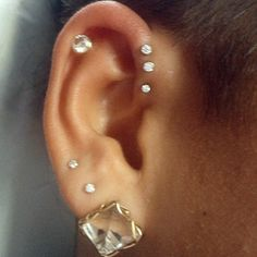 Looking for information of the Pinna Ear Piercing. Suitable jewellery for the Pinna ear piercing, tragus piercing, conch piercing and other ear piercing ideas. Pinna piercing rings, cuffs and studs. Check here! Piercing Tattoo, Piercings Helix, Body Piercings, Daith, Steal Her Style, Piercings Bonitos, Lobe, Body Jewelry, At Least
