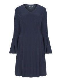 Manon Baptiste Jerseykleid mit Rüschenärmeln in Dunkel-Blau