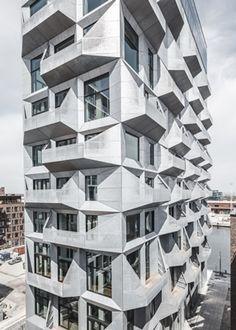 Het Deense bureau COBE heeft een voormalige graansilo in Kopenhagen getransformeerd tot een appartementengebouw, met  behoud van het rauw industriële karakter.