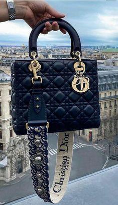 Luxury Purses, Luxury Bags, Cute Handbags, Purses And Handbags, Fashion Handbags, Fashion Bags, Accesorios Casual, Cute Purses, Cute Bags