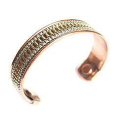 Bracelets artisanaux en métal, bois, os, laine ou pierres semi-précieuses.... découvrez une collection de bijoux éthniques riche et colorée! Fabrication artisanale d'Inde et Népal...