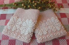 Ravelry: ARTKNITSTUDIO's Vakre pulsvarmere med perler / Pretty wrist warmers with beads